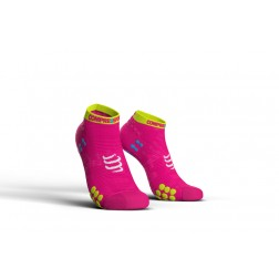 Compressport Skarpetki do biegania krótkie ProRacing Socks v3.0 fluo pink